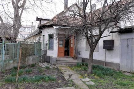 Szekszárdi családi ház eladó, 67 négyzetméteres, 2 szobás