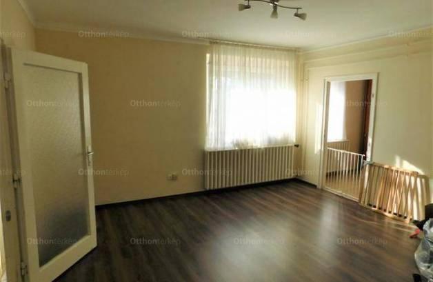 Kecskeméti lakás eladó, 55 négyzetméteres, 2+1 szobás