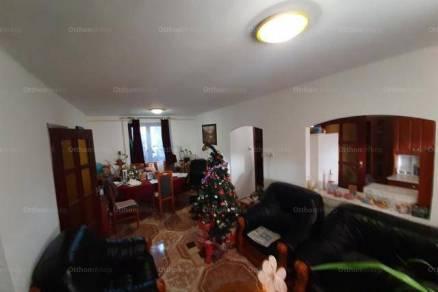 Eladó családi ház, Komló, 2+4 szobás