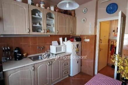 Lakás eladó Komló, 38 négyzetméteres