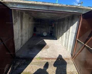 Pécs eladó garázs