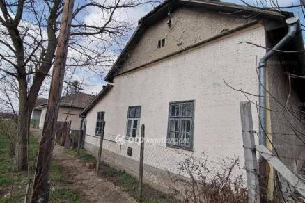 Kunhegyes 2 szobás családi ház eladó