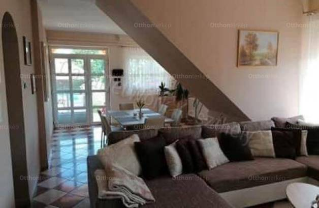 Keszthelyi családi ház eladó, 232 négyzetméteres, 7 szobás