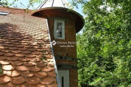 Komlói eladó családi ház, 6 szobás, 236 négyzetméteres