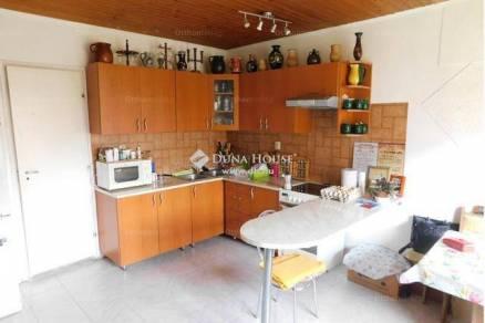 Eladó családi ház Kiskassa, 1+2 szobás