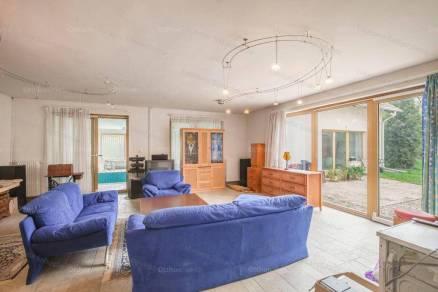 Oroszlányi eladó ház, 12 szobás, 960 négyzetméteres