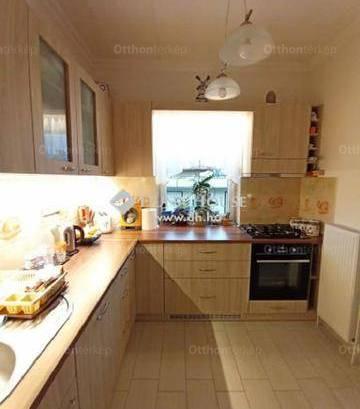 Szigetszentmiklósi családi ház eladó, 110 négyzetméteres, 6 szobás