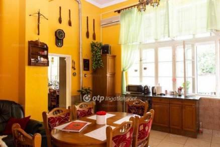 Bajai eladó lakás, 2 szobás, 106 négyzetméteres