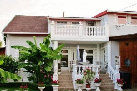 Családi ház eladó Balatonfüred, 210 négyzetméteres
