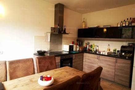 Budapesti eladó ikerház, 2+2 szobás, 92 négyzetméteres