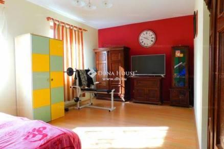 Balatonalmádi 3+2 szobás családi ház eladó