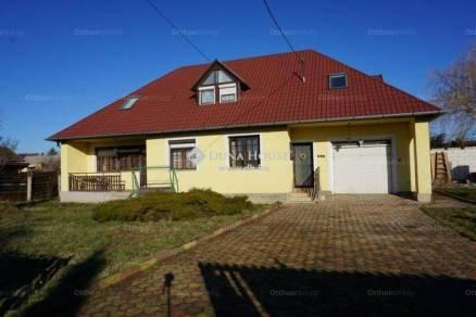 Veszprémi családi ház eladó, 172 négyzetméteres, 7 szobás