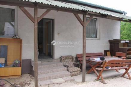 Tatabányai családi ház eladó, 300 négyzetméteres, 4+1 szobás