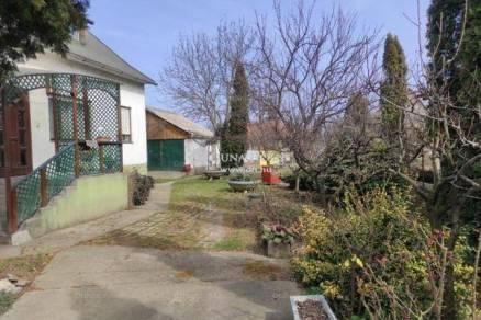 Családi ház eladó Dunaújváros, 140 négyzetméteres