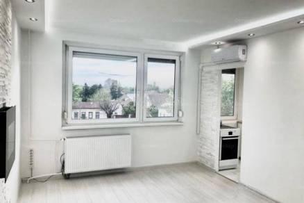 Budapesti lakás eladó, 27 négyzetméteres, 1 szobás