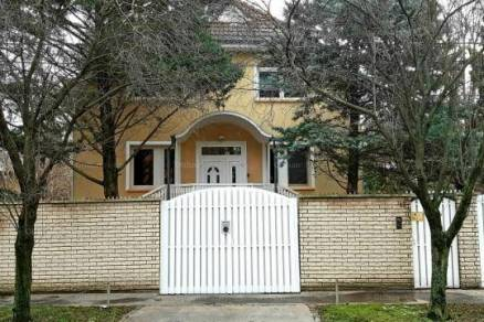 Eladó családi ház Budapest, 8 szobás