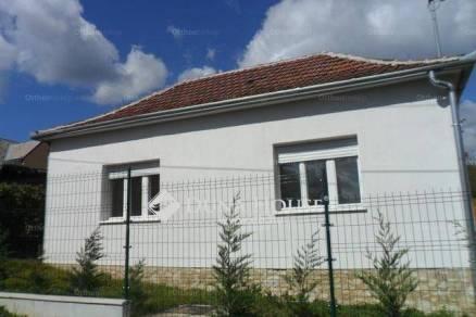 Pécs 1 szobás családi ház eladó