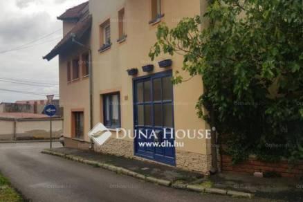Pécsi eladó sorház, 5 szobás, 220 négyzetméteres