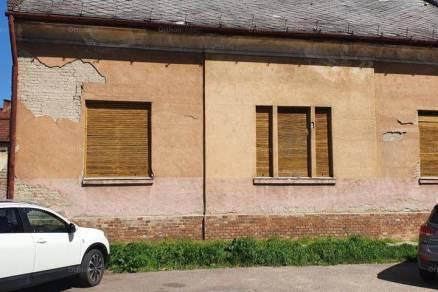 Szolnoki eladó családi ház, 4 szobás, 120 négyzetméteres