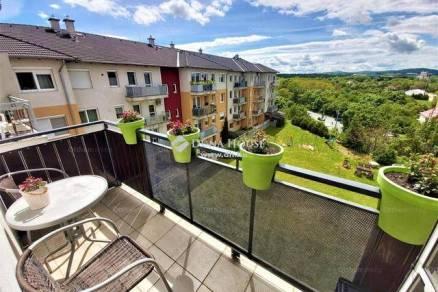 Veszprémi eladó lakás, 4 szobás, 76 négyzetméteres