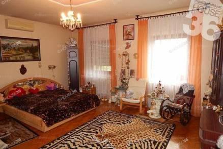 Eladó családi ház, Kecskemét, 3 szobás