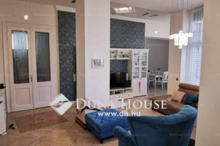 Kecskeméti családi ház eladó, 550 négyzetméteres, 10+1 szobás
