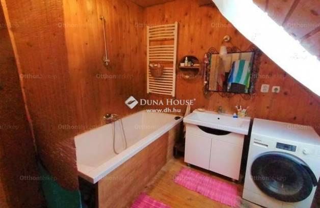 Kecskeméti eladó családi ház, 4 szobás, 107 négyzetméteres