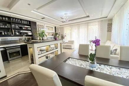 Dunakeszi ikerház eladó, 6+2 szobás