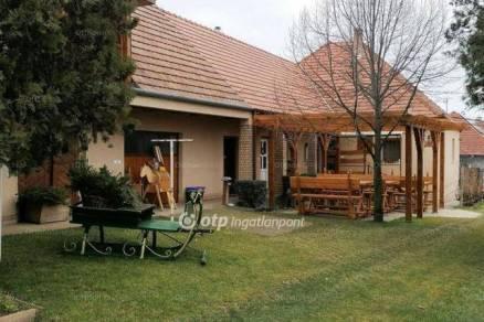 Csömöri családi ház eladó, 113 négyzetméteres, 4 szobás
