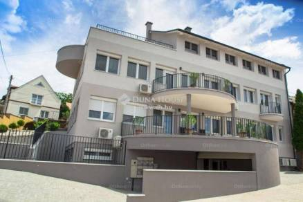Balatonboglári családi ház eladó, 874 négyzetméteres, 17 szobás