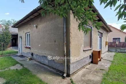 Karcagi eladó családi ház, 1+2 szobás, 71 négyzetméteres