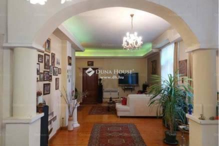 Budapesti eladó családi ház, 7 szobás, 251 négyzetméteres