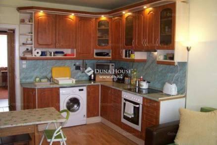 Pécs lakás eladó, 4 szobás