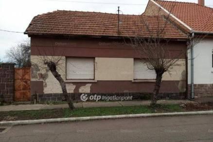 Gyöngyösi családi ház eladó, 128 négyzetméteres, 3 szobás
