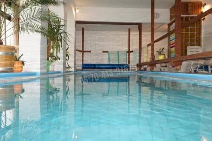 Budapesti eladó családi ház, 7+3 szobás, 306 négyzetméteres