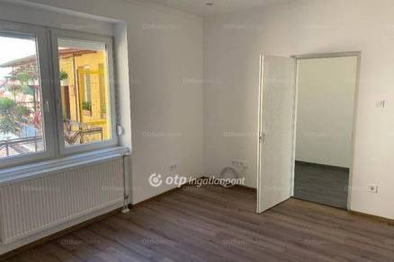 Szolnoki eladó lakás, 2 szobás, 76 négyzetméteres