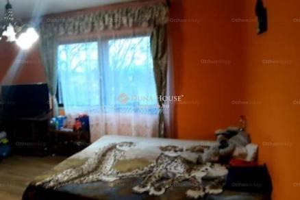 Komáromi lakás eladó, 53 négyzetméteres, 2 szobás