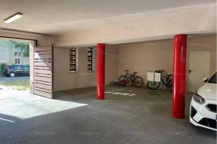 Szolnoki garázs eladó, 18 négyzetméteres