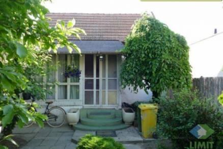 Családi ház eladó Szeged, 66 négyzetméteres