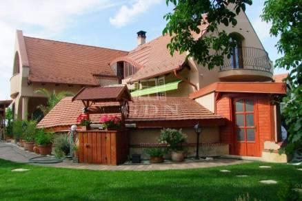 Szombathelyi eladó családi ház, 6 szobás, 400 négyzetméteres