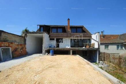 Tatabányai családi ház eladó, 330 négyzetméteres, 10 szobás