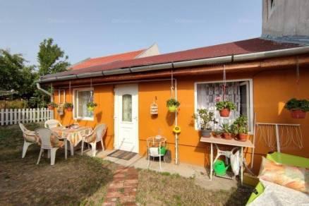 Budapesti eladó családi ház, 1 szobás, 25 négyzetméteres