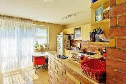 Budapesti eladó családi ház, 3 szobás, 86 négyzetméteres
