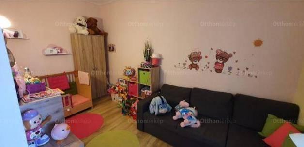 Pécsi eladó családi ház, 1+2 szobás, 67 négyzetméteres