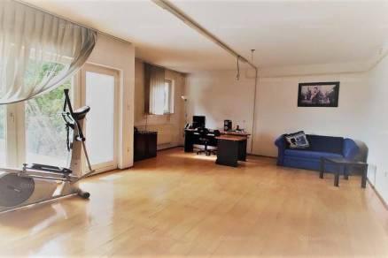Budaörsi eladó ikerház, 8 szobás, 295 négyzetméteres