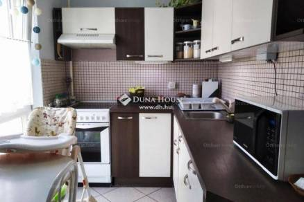 Pécsi eladó lakás, 3 szobás, 63 négyzetméteres