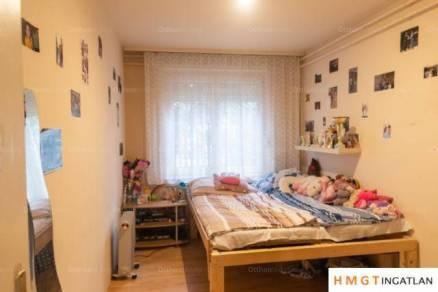 Budapesti eladó ikerház, 6 szobás, 240 négyzetméteres