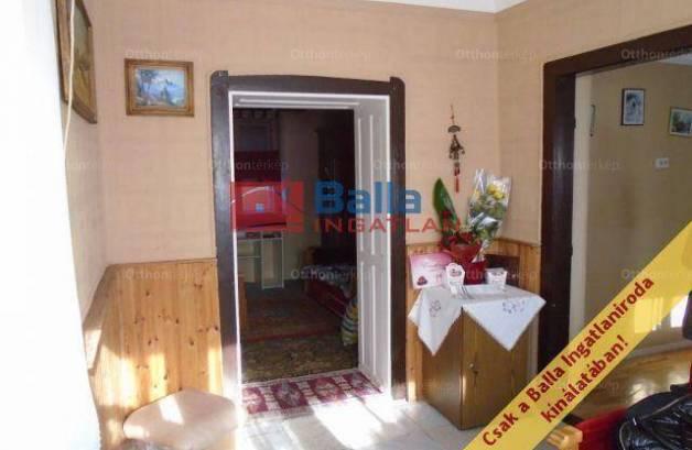 Eladó családi ház Tiszakécske, 2 szobás