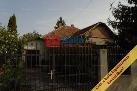 Tiszakécskei családi ház eladó, 92 négyzetméteres, 3 szobás