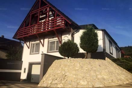 Eladó családi ház, Cserszegtomaj, 8 szobás